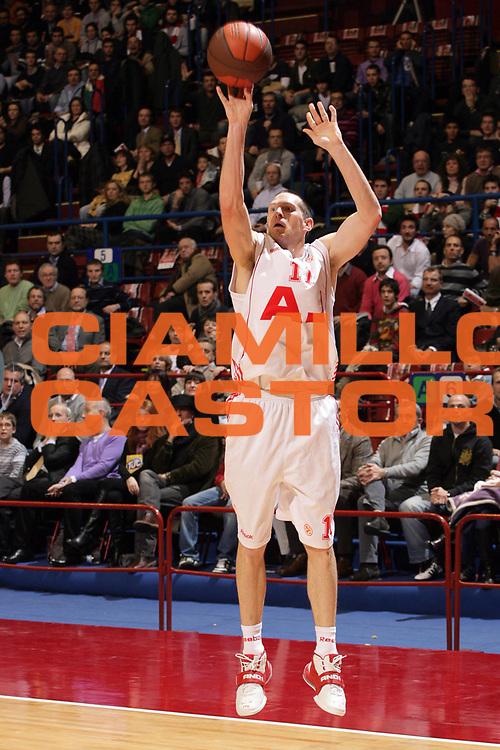 DESCRIZIONE : Milano Eurolega 2008-09 Armani Jeans Milano Olympiacos Piraeus<br /> GIOCATORE : Jobey Thomas<br /> SQUADRA : Armani Jeans Milano<br /> EVENTO : Eurolega 2008-2009<br /> GARA : Armani Jeans Milano Olympiacos Piraeus<br /> DATA : 29/01/2009 <br /> CATEGORIA : Tiro Three Points<br /> SPORT : Pallacanestro <br /> AUTORE : Agenzia Ciamillo-Castoria/S.Ceretti