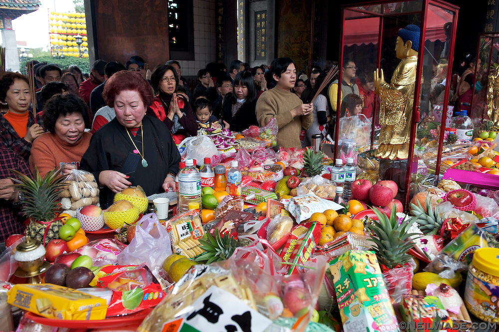 Not really offerings, all the food and beverages put on the tables at Longshan Temple are there to absorb blessings.  Later they are re collected and eaten by the person who put them there.