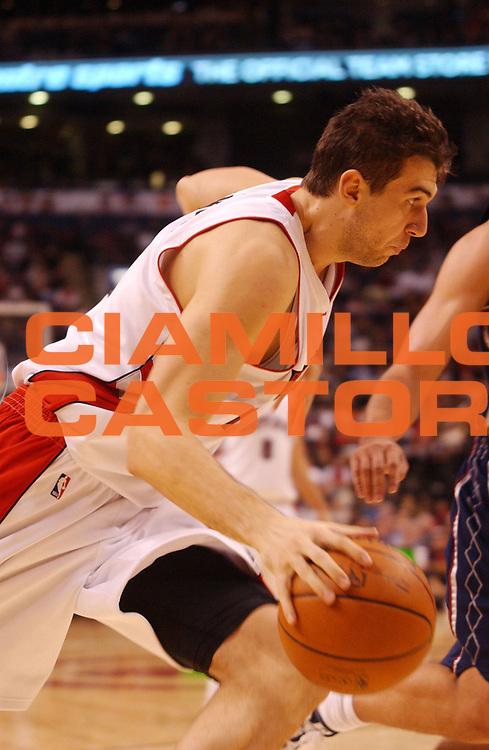 DESCRIZIONE : Toronto Campionato NBA 2008-2009 Toronto Raptors New Jersey Nets<br /> GIOCATORE : Andrea Bargnani<br /> SQUADRA : Toronto Raptors New Jersey Nets<br /> EVENTO : Campionato NBA 2008-2009 <br /> GARA : Toronto Raptors New Jersey Nets<br /> DATA : 15/12/2008 <br /> CATEGORIA : palleggio penetrazione<br /> SPORT : Pallacanestro <br /> AUTORE : Agenzia Ciamillo-Castoria/V.Keslassy<br /> Galleria : NBA 2008-2009<br /> Fotonotizia : Toronto Campionato NBA 2008-2009 Toronto Raptors New Jersey Nets<br /> Predefinita :