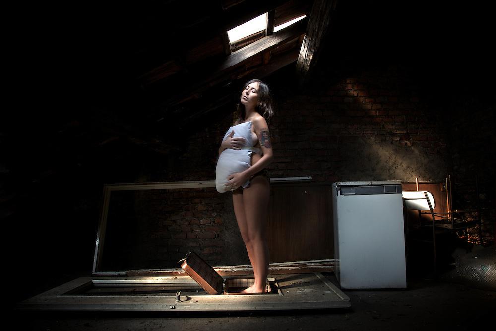Ilenia Volpe- Croci-finzione (il ventre)