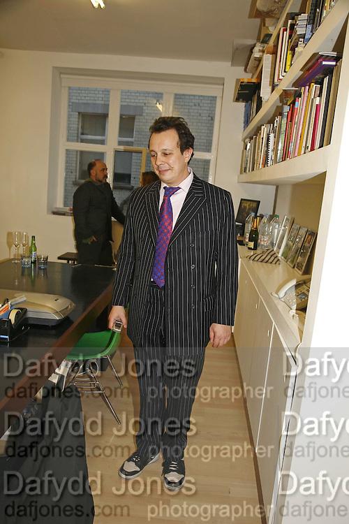 Detmar Blow, Matthieu Laurette exhibition. Blow de la Barra, Heddon St. London 1 April 2006. ONE TIME USE ONLY - DO NOT ARCHIVE  © Copyright Photograph by Dafydd Jones 66 Stockwell Park Rd. London SW9 0DA Tel 020 7733 0108 www.dafjones.com