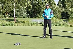 23.06.2015, Golfclub M&uuml;nchen Eichenried, Muenchen, GER, BMW International Golf Open, Show Event, im Bild Die Spieler muessen versuchen mit einem Modellauto den Golfball einzulochen, Henrik Stenson (SWE) // during the Show Event of BMW International Golf Open at the Golfclub M&uuml;nchen Eichenried in Muenchen, Germany on 2015/06/23. EXPA Pictures &copy; 2015, PhotoCredit: EXPA/ Eibner-Pressefoto/ Kolbert<br /> <br /> *****ATTENTION - OUT of GER*****