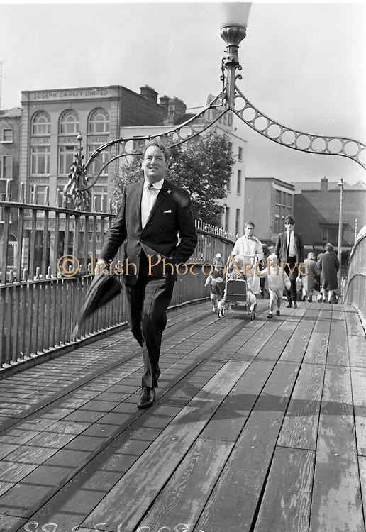 03/07/1967<br /> 07/03/1967<br /> 03 July 1967<br /> Mr James T. Deegan, (Avondale Road, Killiney) Chairman, Dublin City Group of Business and Professional Men on the Ha'penny Bridge, Dublin.