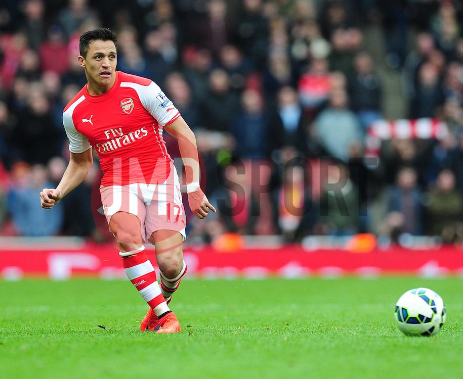 Alexis Sanchez of Arsenal - Photo mandatory by-line: Alex James/JMP - Mobile: 07966 386802 - 04/04/2015 - SPORT - Football - London - Emirates Stadium - Arsenal v Liverpool - Barclays Premier League