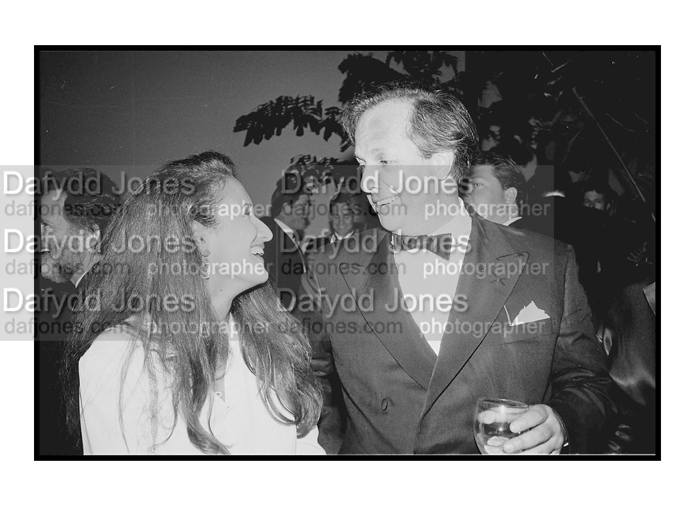 Isobel Goldsmith & Graydon Carter at Steve Tisch &  Vanity Fair's Oscar Night Party,<br /> Mortons,  Los Angeles. March 1994.  Film 94565/3<br />  <br /> © Copyright Photograph by Dafydd Jones<br /> 66 Stockwell Park Rd. London SW9 0DA<br /> Tel 0171 733 0108.