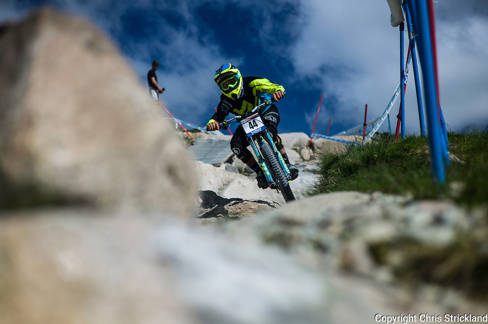 Nevis Range, Fort William, Scotland, UK. 3rd June 2016. Edward Masters of New Zealand in action. The worlds leading mountain bikers descend on Fort William for the UCI World Cup on Nevis Range.