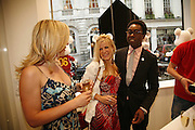 CAMILLA LONG AND TREVOR GRIFFITHS, Party for House of Waris jewelry collection hosted by Daphne Guinness, Alice Bamford and Wes Anderson. Dover St. market. London. 8 June 2006. ONE TIME USE ONLY - DO NOT ARCHIVE  © Copyright Photograph by Dafydd Jones 66 Stockwell Park Rd. London SW9 0DA Tel 020 7733 0108 www.dafjones.com