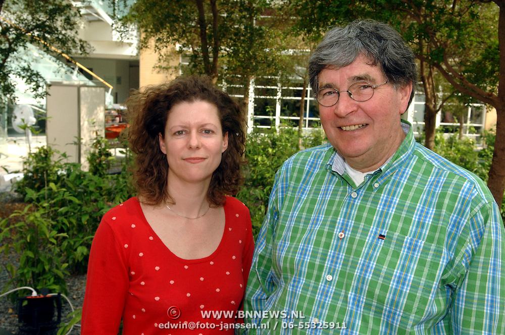 NLD/Amsterdam/20060425 - Perspresentatie musical Oebele, cast, regisseur Margot Ros en Bram van Erkel