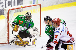28.09.2014, Hala Tivoli, Ljubljana, SLO, EBEL, HDD Telemach Olimpija Ljubljana vs HC TWK Innsbruck, 6. Runde, im Bild Andy Chiodo (HDD Telemach Olimpija, #40) catches the puck // during the Erste Bank Icehockey League 6th round match betweeen HDD Telemach Olimpija Ljubljana and HC TWK Innsbruck at the Hala Tivoli in Ljubljana, Slovenia on 2014/09/28. EXPA Pictures &copy; 2014, PhotoCredit: EXPA/ Sportida/ Matic Klansek Velej<br /> <br /> *****ATTENTION - OUT of SLO, FRA*****