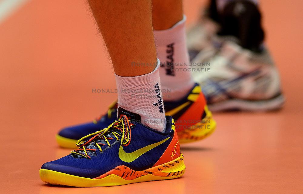 21-09-2013 VOLLEYBAL: EK MANNEN SLOVENIE - FINLAND: HERNING<br /> Schoenen, Nike Volleybal item<br /> &copy;2013-FotoHoogendoorn.nl