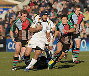 Twickenham, GREAT BRITAIN, Worcester's Sam TUITUPOU breaks with rthe ball Left Will SKINNER and Right Danny CARE chasing, during the Guinness Premiership match, Harlequins vs Worcester Warriors, played at the Twickenham Stoop on Sat. 16th Feb 2008.  [Mandatory Credit, Peter Spurrier/Intersport-images]