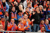 Ålesund 20110516. Publikum gir spillerne stående applaus under eliteseriekampen i fotball mellom Aalesund og Strømsgodset på Color Line Stadion i Ålesund mandag kveld.<br /> Foto: Svein Ove Ekornesvåg