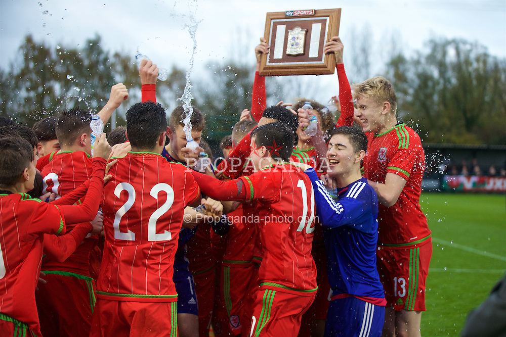 NEWPORT, WALES - Thursday, November 5, 2015: Wales players celebrate after a 3-1 victory over Northern Ireland sealed the Victory Shield during the Under-16's Victory Shield International match at Dragon Park. (Pic by David Rawcliffe/Propaganda)
