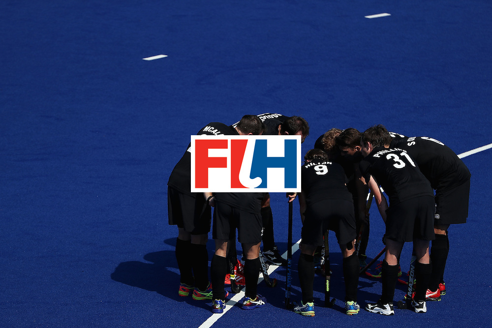 RIO DE JANEIRO, BRAZIL - AUGUST 09:  New Zealand huddles up during a break from the hockey game against Spain on Day 4 of the Rio 2016 Olympic Games at the Olympic Hockey Centre on August 9, 2016 in Rio de Janeiro, Brazil.  (Photo by Christian Petersen/Getty Images)