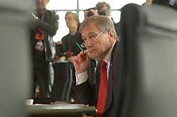 13 NOV 2002, BERLIN/GERMANY:<br /> Wolfgang Clement, SPD, Bundeswirtschaftsminister, vor Beginn der Kabinettsitzung, Bundeskanzleramt<br /> IMAGE: 20021113-01-007<br /> KEYWORDS: Kabinett, Sitzung,