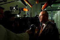 17 DEC 2002, BERLIN/GERMANY:<br /> Volker Kauder, CDU, Parl. Geschaeftsfuehrer, gibt Journalisten ein Statement, vor Beginn der Sitzung des Vermittlungsausschusses von Bundestag und Bundesrat zu dem Ersten und Zweiten Gesetz fuer moderne Dienstleistungen am Arbeitsmarkt, Bundesrat<br /> IMAGE: 20021217-02-003<br /> KEYWORDS: Journalist, Kamera, camera, Mikrofon, microphone
