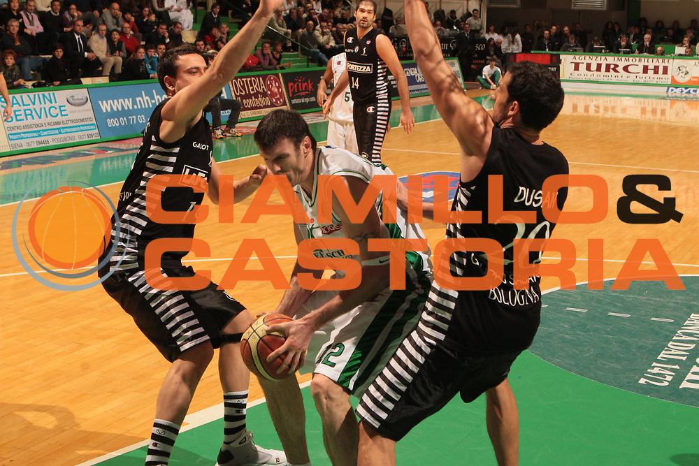 DESCRIZIONE : Siena Lega A1 2008-09 Montepaschi Siena La Fortezza Virtus Bologna <br /> GIOCATORE : Ksistof Lavrinovic <br /> SQUADRA : Montepaschi Siena<br /> EVENTO : Campionato Lega A1 2008-2009 <br /> GARA : Montepaschi Siena La Fortezza Virtus Bologna <br /> DATA : 04/01/2009 <br /> CATEGORIA : penetrazione<br /> SPORT : Pallacanestro <br /> AUTORE : Agenzia Ciamillo-Castoria/M.Marchi