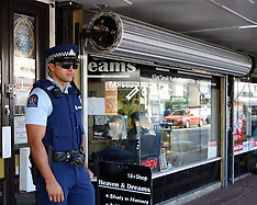 Auckland-Police guard Legal High shop to deter robbers, East Tamaki
