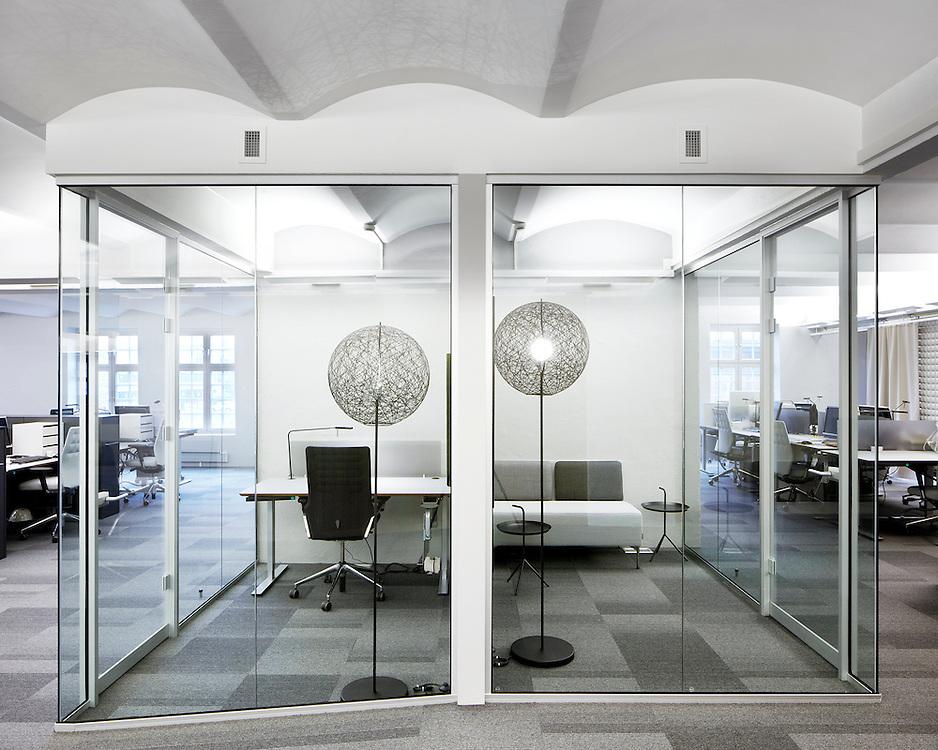 Kontorlokalene til NPRO  - Norwqegian Property, i det gamle Snekkerverkstedet på Aker brygge i Oslo er rehabiliert av Dark Arkitekter