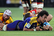 Nasi Manu scores the Highlanders first try..Investec Super Rugby - Highlanders v Chiefs, 25 February 2011, Carisbrook Stadium, Dunedin, New Zealand..Photo: Rob Jefferies / www.photosport.co.nz/SPORTZPICS