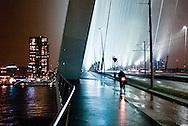 hetOOG Waar: Erasmusbrug Rotterdam Wat: Bright lights, big city Wanneer: zaterdag 16 januari 2010 19:21
