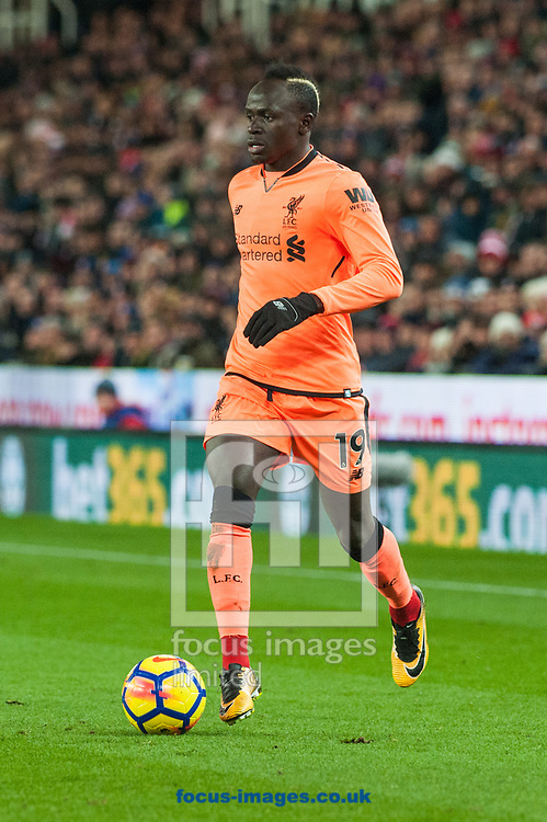 Sadio Man&eacute; of Liverpool looks for options during the Premier League match at the Bet 365 Stadium, Stoke-on-Trent<br /> Picture by Matt Wilkinson/Focus Images Ltd 07814 960751<br /> 29/11/2017
