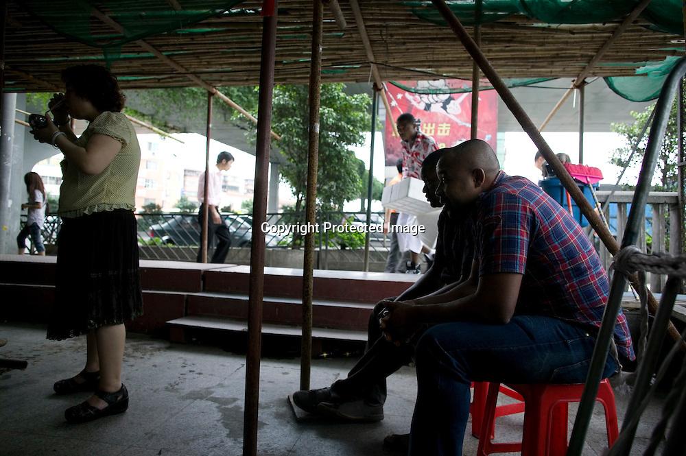 GUANGZHOU, 3. Mai , 2010:.Afrikaner in der Naehe des Tangqi Handelszentrums in Guangzhou...