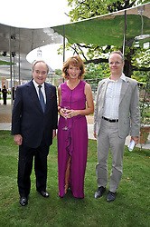 Left to right, LORD PALUMBO, JULIA PEYTON-JONES and HANS ULRICH OBRIST at the annual Serpentine Gallery Summer Party sponsored by Canvas TV  the new global arts TV network, held at the Serpentine Gallery, Kensington Gardens, London on 9th July 2009.