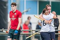 ROTTERDAM - Civicum - de Ijsel , Hockey playoffs , Hockey , Hockey club Leonidas , 21-06-2015 ,  Civicum  (l) teleurgesteld na de overwinning van De Ijsel (r)