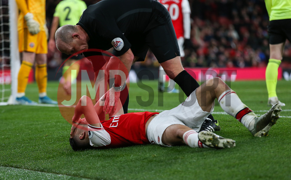 Gabriel Martinelli of Arsenal appears to take a blow to the head - Mandatory by-line: Arron Gent/JMP - 18/01/2020 - FOOTBALL - Emirates Stadium - London, England - Arsenal v Sheffield United - Premier League