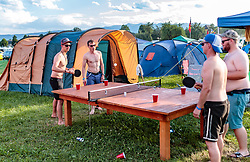08.07.2017, Red Bull Ring, Spielberg, AUT, FIA, Formel 1, Grosser Preis von Österreich, Qualifying, im Bild Campingplatz, Fans beim Alkohol trinken // Campsite Fans drinking alcohol After the Qualifying of the Austrian FIA Formula One Grand Prix at the Red Bull Ring in Spielberg, Austria on 2017/07/08. EXPA Pictures © 2017, PhotoCredit: EXPA/ JFK