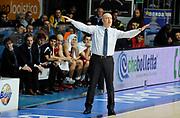 DESCRIZIONE : Cantu' Lega A 2012-13 CheBolletta Cantu' Trenkwalder Reggio Emilia<br /> GIOCATORE : Coach Massimiliano Menetti<br /> SQUADRA : Trenkwalder Reggio Emilia<br /> EVENTO : Campionato Lega A 2012-2013<br /> GARA :  CheBolletta Cantu' Trenkwalder Reggio Emilia<br /> DATA : 30/12/2012<br /> CATEGORIA : Coach Fair Play<br /> SPORT : Pallacanestro<br /> AUTORE : Agenzia Ciamillo-Castoria/A.Giberti<br /> Galleria : Lega Basket A 2012-2013<br /> Fotonotizia : Cantu' Lega A 2012-13 CheBolletta Cantu' Trenkwalder Reggio Emilia<br /> Predefinita :