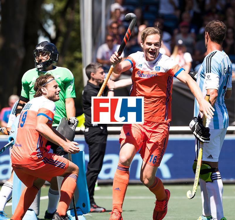 BREDA -  Mirco Pruyser (Ned)  heeft de stand op 2-0 gebracht tijdens de wedstrijd om brons tussen Nederland en Argentinie (2-0) bij de Hockey Champions Trophy. COPYRIGHT KOEN SUYK
