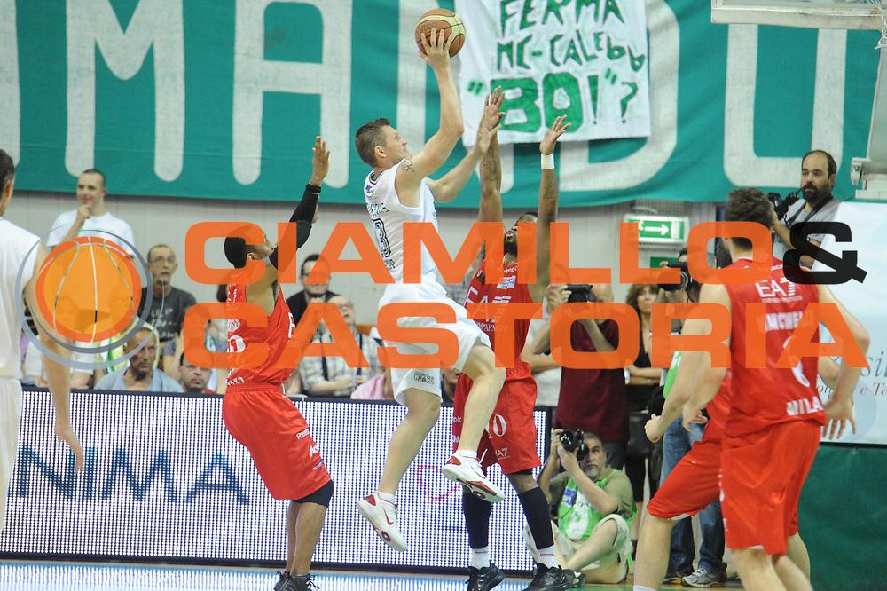 DESCRIZIONE : Siena Lega A 2011-12 Montepaschi Siena EA7 Emporio Armani Milano Finale scudetto gara 5<br /> GIOCATORE : Rimantas Kaukenas<br /> CATEGORIA: tiro sequenza controcampo<br /> SQUADRA : Montepaschi Siena <br /> EVENTO : Campionato Lega A 2011-2012 Finale scudetto gara 5<br /> GARA : Montepaschi Siena EA7 Emporio Armani Milano<br /> DATA : 17/06/2012<br /> SPORT : Pallacanestro <br /> AUTORE : Agenzia Ciamillo-Castoria/GiulioCiamillo<br /> Galleria : Lega Basket A 2011-2012  <br /> Fotonotizia : Siena Lega A 2011-12 Montepaschi Siena EA7 Emporio Armani Milano Finale scudetto gara 5<br /> Predefinita :