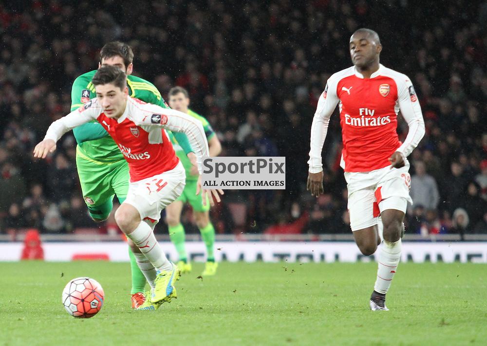 Arsenals Hector Bellerin chases back ahead of Sunderlands Danny Graham