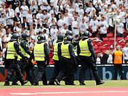 FODBOLD: Kampklædt politi på vej over banen før finalen i DBU Pokalen mellem FC København og Brøndby IF den 25. maj 2017 i Telia Parken, København. Foto: Claus Birch