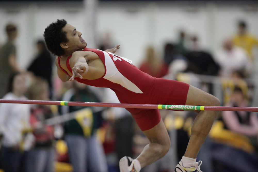 Windsor, Ontario ---12/03/09--- \cis\ competes in the mens pentathlon high jump at the CIS track and field championships in Windsor, Ontario, March 12, 2009..GEOFF ROBINS Mundo Sport Images