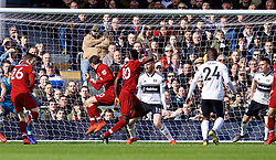 LONDON, ENGLAND - Sunday, March 17, 2019: Liverpool's Sadio Mane scores the first goal during the FA Premier League match between Fulham FC and Liverpool FC at Craven Cottage. (Pic by David Rawcliffe/Propaganda)
