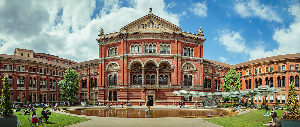 The John Madejski Garden in the Victoria & Albert Museum - London, Englan, 2016 (129 megapixels panoramic)
