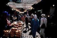 Maroc - Fès - Les souks de Fès el Bali - Marché - Marchand de pain - La Medina