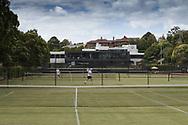 Royal South Yarra Lawn Tennis Club existiert seit 1884.<br /> Klubhaus und Rasenplaetze,