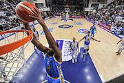 DESCRIZIONE : Beko Legabasket Serie A 2015- 2016 Dinamo Banco di Sardegna Sassari -Vanoli Cremona<br /> GIOCATORE : James Southerland<br /> CATEGORIA : Schiacciata Special<br /> SQUADRA : Vanoli Cremona<br /> EVENTO : Beko Legabasket Serie A 2015-2016<br /> GARA : Dinamo Banco di Sardegna Sassari - Vanoli Cremona<br /> DATA : 04/10/2015<br /> SPORT : Pallacanestro <br /> AUTORE : Agenzia Ciamillo-Castoria/L.Canu