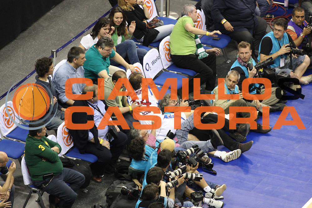 DESCRIZIONE : Berlino Eurolega 2008-09 Final Four Finale Panathinaikos Atene CSKA Mosca <br /> GIOCATORE : Fotografi Photographers<br /> SQUADRA : <br /> EVENTO : Eurolega 2008-2009 <br /> GARA : Panathinaikos Atene CSKA Mosca <br /> DATA : 03/05/2009 <br /> CATEGORIA : curiosita<br /> SPORT : Pallacanestro <br /> AUTORE : Agenzia Ciamillo-Castoria/G.Ciamillo