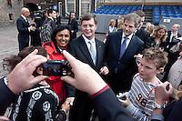 Nederland. Den Haag, 21 september2010.<br /> Jan Peter Balkenende laat zich op het Binnenhof fotograferen.....<br /> Prinsjesdag, gouden koets, opening parlementaire jaar, politiek, binnenhof, democratie, monarchie<br /> Foto Martijn Beekman