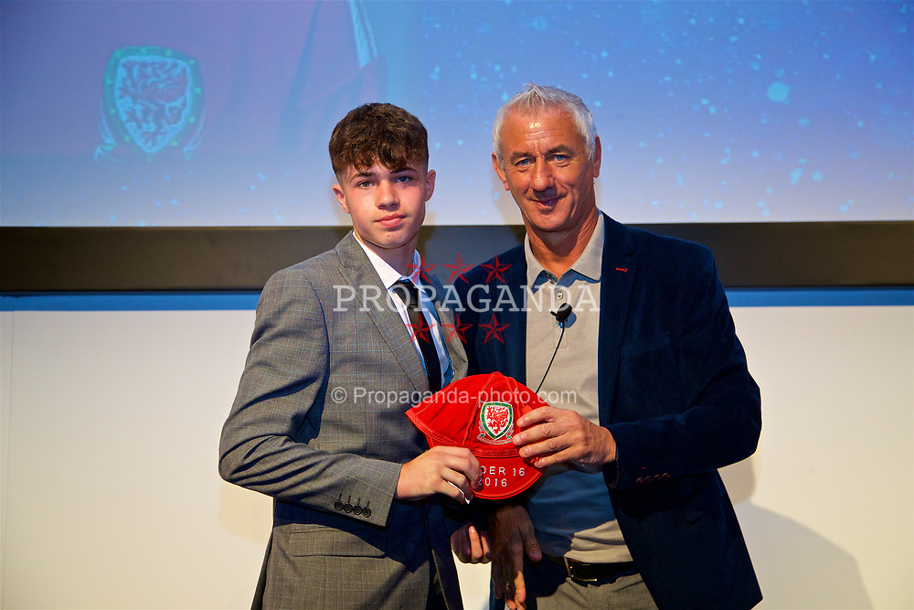 NEWPORT, WALES - Saturday, May 27, 2017: Neco Williams receives his Under-16 Wales cap from Wales' Elite Performance Director Ian Rush at the Celtic Manor Resort. (Pic by David Rawcliffe/Propaganda)