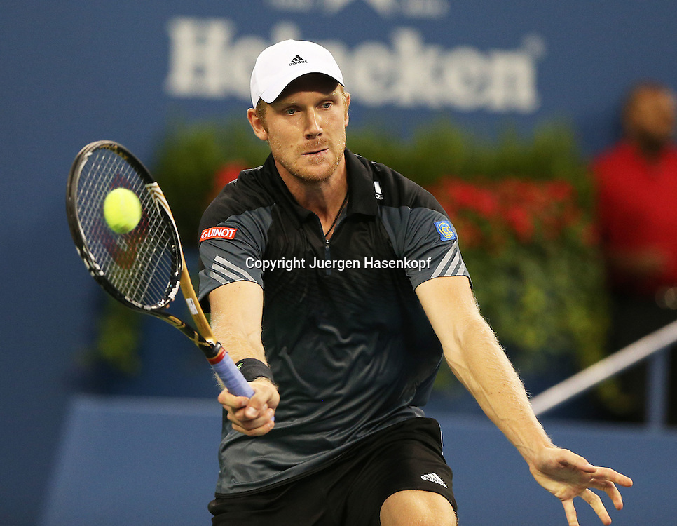 US Open 2014, USTA Billie Jean King National Tennis Center, Flushing Meadows, New York,ITF Grand Slam Tennis Tournament, Matthias Bachinger (GER)<br /> Aktion,Einzelbild,Halbkoerper,Querformat,
