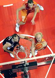 26-08-2005 BASKETBAL: NEDERLAND-BELGIE: GRONINGEN<br /> Nederland kan zich gaan opmaken voor een extra toernooi in Belgrado, waar de laatste strohalm moet worden gepakt ter handhaving in de A-groep. Dat is het gevolg van de 51-62 nederlaag / Michael Kingma<br /> ©2005-www.fotohoogendoorn.nl