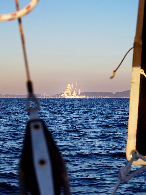 A l'approche de l'ile, vieux grment a l'horizon, Porquerolles