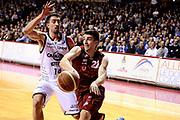DESCRIZIONE : Venezia Lega A 2014-15 Umana Venezia Granarolo Bologna<br /> GIOCATORE : Jeff Viggiano<br /> CATEGORIA : penetrazione passaggio<br /> SQUADRA : Umana Venezia<br /> EVENTO : Campionato Lega A 2014-2015<br /> GARA : Umana Venezia Granarolo Bologna<br /> DATA : 08/03/2015<br /> SPORT : Pallacanestro <br /> AUTORE : Agenzia Ciamillo-Castoria/M.Marchi<br /> Galleria : Lega Basket A 2014-2015 <br /> Fotonotizia : Venezia Lega A 2014-15 Umana Venezia Granarolo Bologna