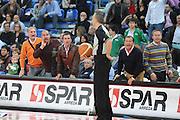 DESCRIZIONE : Pesaro Lega A 2008-09 Scavolini Spar Pesaro Montepaschi Siena<br /> GIOCATORE : Arbitro Paternico Tifosi Insulti<br /> SQUADRA : <br /> EVENTO : Campionato Lega A 2008-2009<br /> GARA : Scavolini Spar Pesaro Montepaschi Siena<br /> DATA : 11/04/2009<br /> CATEGORIA : curiosita delusione<br /> SPORT : Pallacanestro<br /> AUTORE : Agenzia Ciamillo-Castoria/M.Marchi